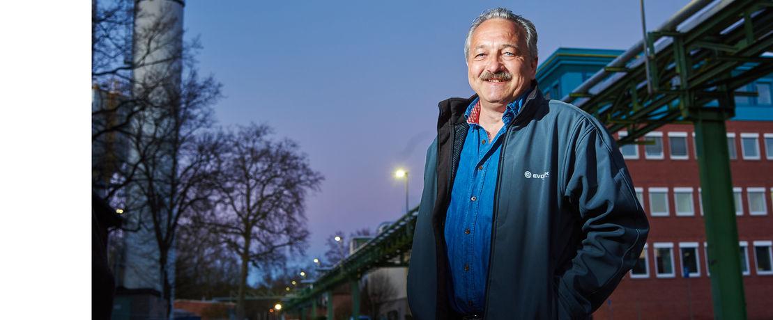 Es werde LED: Siegfried Bathon stellt als Projektmanager den Industriepark auf LED um.