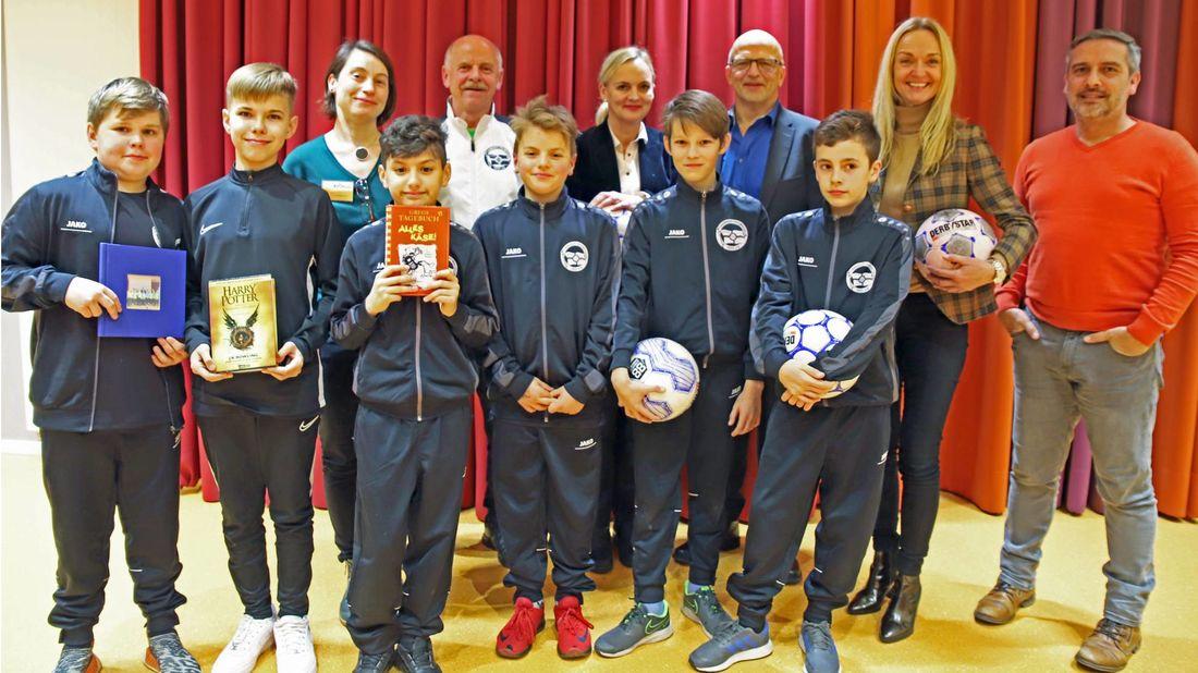 Kicken & Lesen ist kein Ausschlusskriterium. Den Fußballern machte das sportlich-kulturelle Seminar jedenfalls viel Spaß.