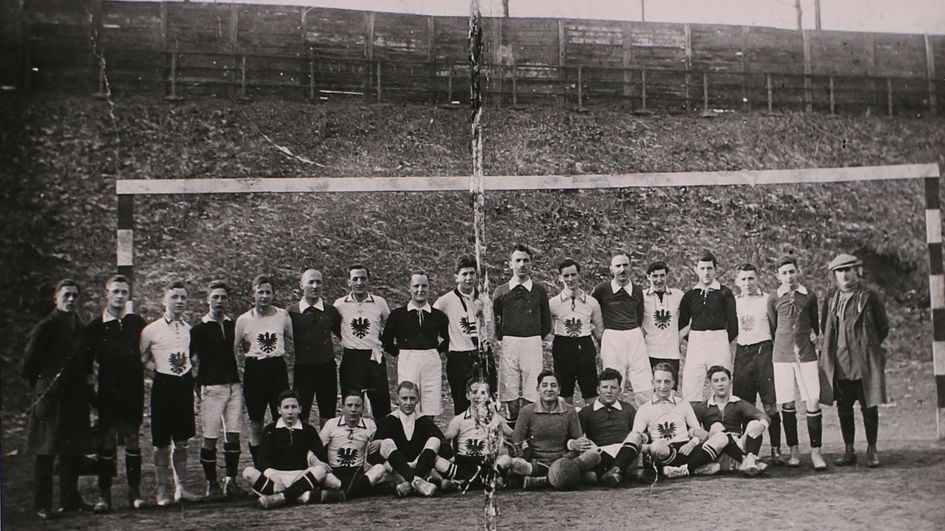 Vor 100 Jahren, am 16. Januar 1921, fand das erste Spiel der Degussa-Fußballmannschaft gegen eine Vereinsmannschaft von Eintracht Frankfurt statt. Die trug schon damals den Adler auf der Brust. Foto: Konzernarchiv Evonik Industries