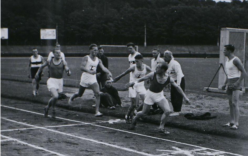 Das Laufen galt als Königsdisziplin der frühen Degussa-Sportler – im Bild zu sehen bei einem Sportfest in den 1930er Jahren. Foto: Konzernarchiv Evonik Industries