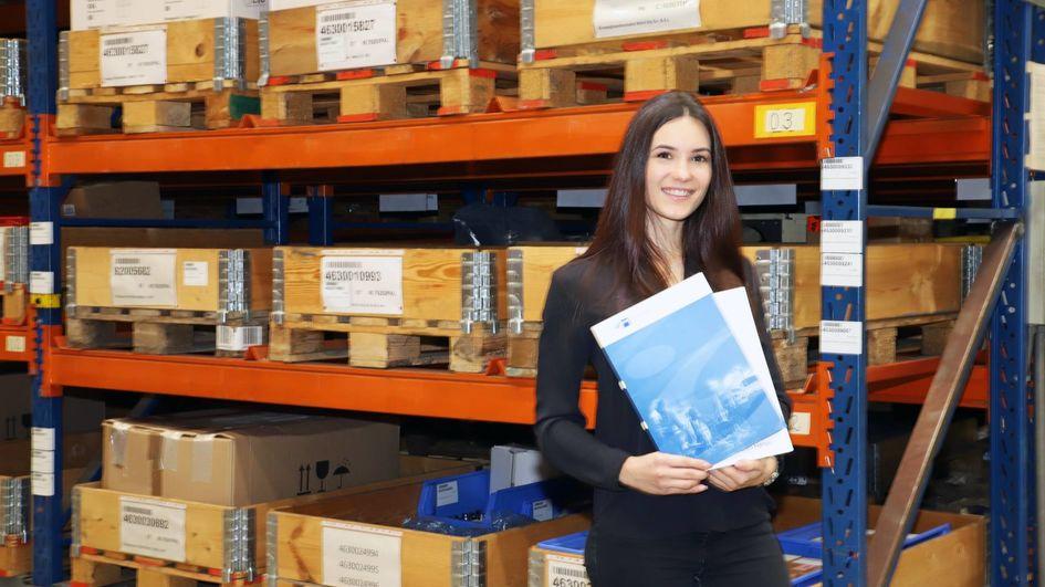 Annalisa Heinig hat ihre Ausbildung im Industriepark mit Erfolg absolviert. Foto: Evonik Industries