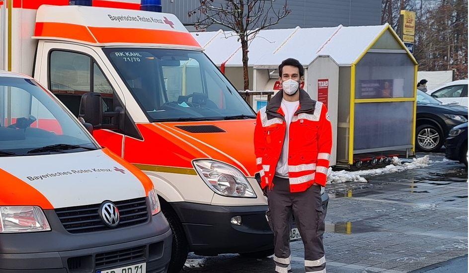 Sascha Dostal im Einsatz für das Bayerische Rote Kreuz. Foto: privat