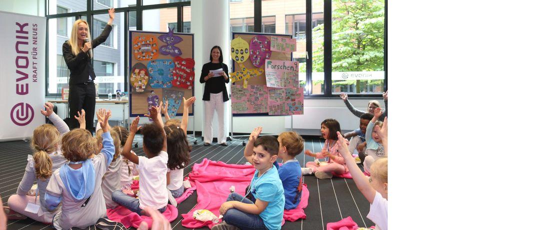Standortleiterin Kerstin Oberhaus begrüßte die Kinder im Industriepark.